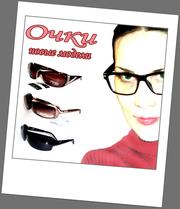 Женские солнцезащитные очки разных моделей.